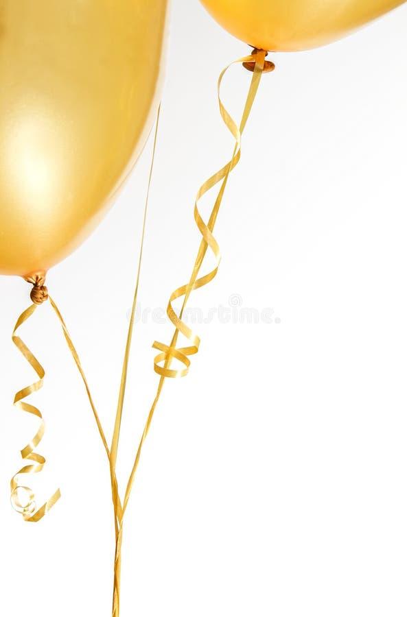 Download Balões E Fita Do Ouro No Branco Imagem de Stock - Imagem de dourado, anniversary: 29843741