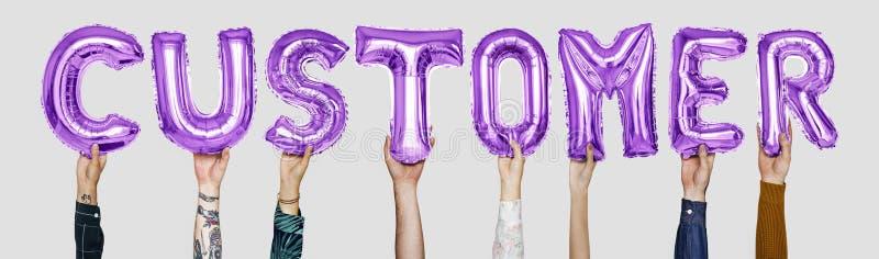 Balões roxos do alfabeto que formam o cliente da palavra fotos de stock royalty free