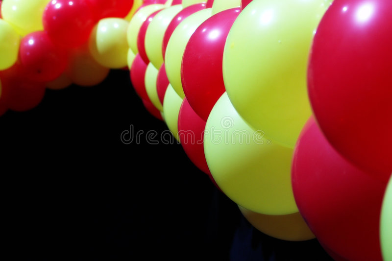 Balões vermelhos e amarelos imagens de stock royalty free