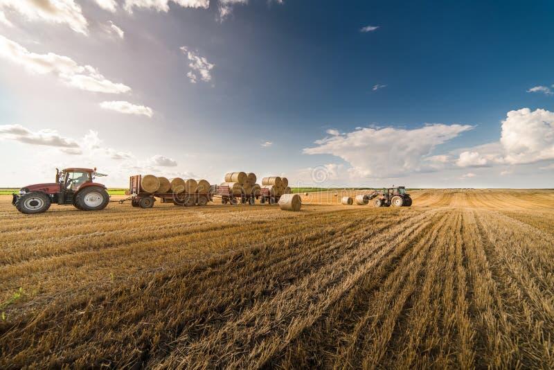 Bal på traktorsläpet royaltyfri bild