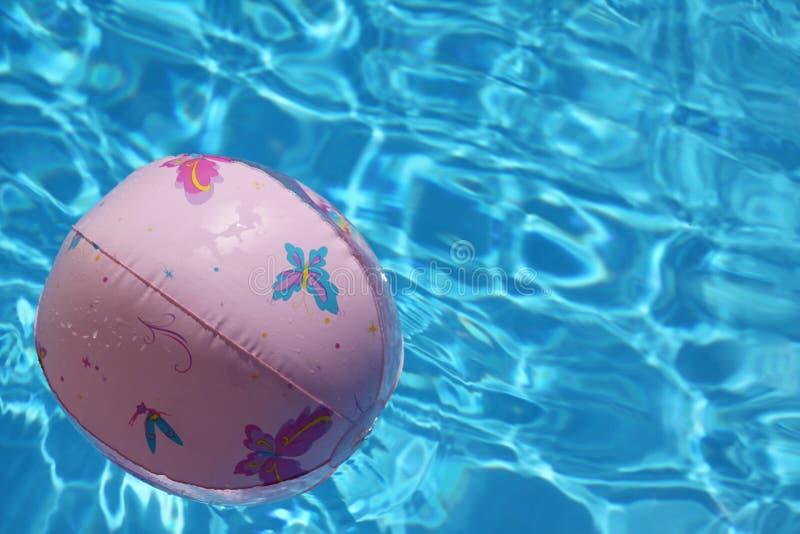 Bal in pool royalty-vrije stock foto's