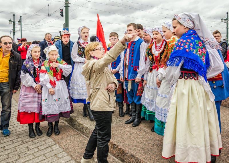 Bal van van de de deelnemers het Poolse volksdans van het Nationaliteitenfestival ensemble GAIK stock fotografie