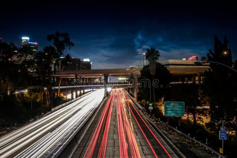 Balade de nuit avec mon appareil-photo dedans en centre ville photographie stock