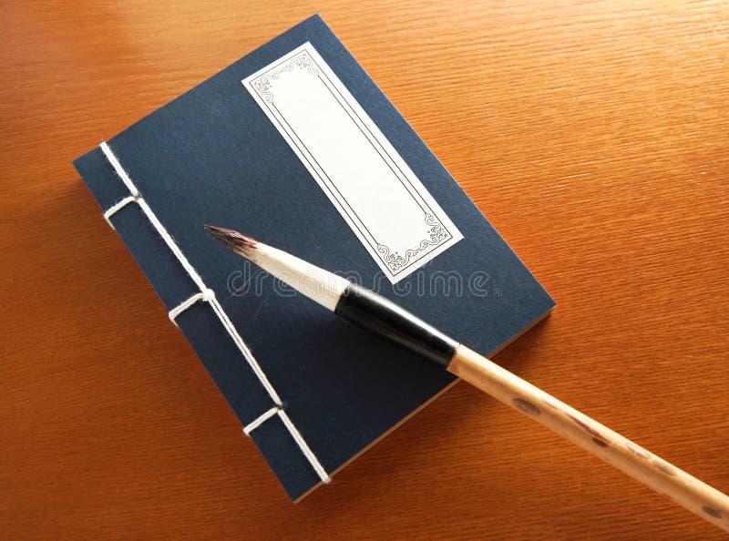 Balai de livre chinois et d'écriture photo stock