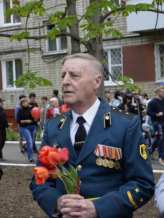 Balakovo, περιοχή του Σαράτοβ, της Ρωσίας 09 μπορούν το 2010 9 Μαΐου διακοπές 40 ήδη η μάχη έρχεται αιώνια δόξα λουλουδιών φασισμ στοκ φωτογραφίες με δικαίωμα ελεύθερης χρήσης