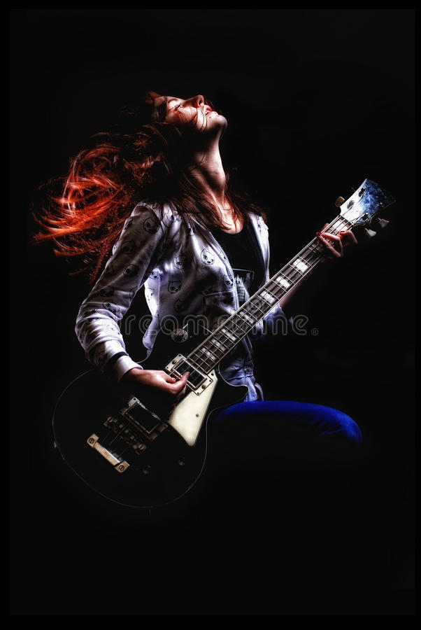 Balanç a menina com fundo do fractal da guitarra fotografia de stock