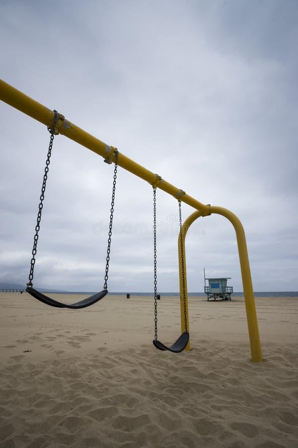 Balanço ajustado na praia fotos de stock royalty free