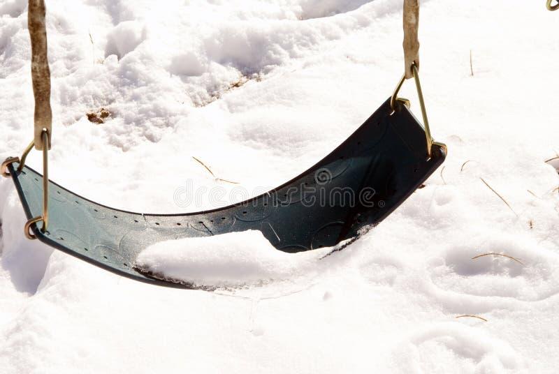 Balanço coberto na neve fotografia de stock