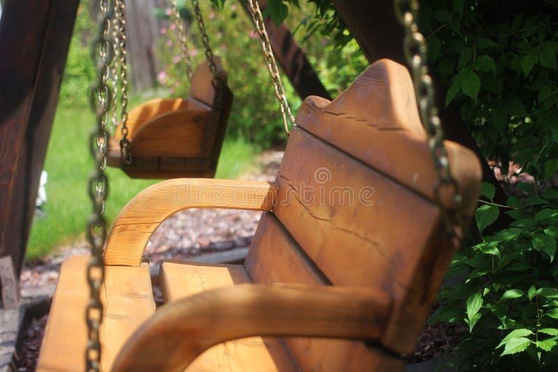 Balanço de madeira imagens de stock royalty free