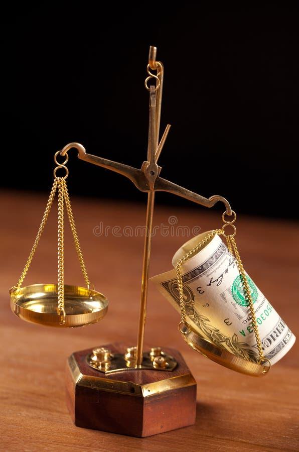 balance com dinheiro imagens de stock royalty free
