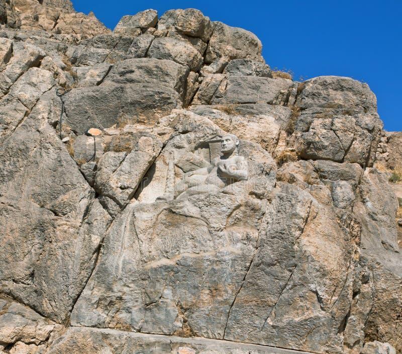 Balance a estátua do herói Hercules construída em 148 BC em Bisotun, Irã foto de stock royalty free