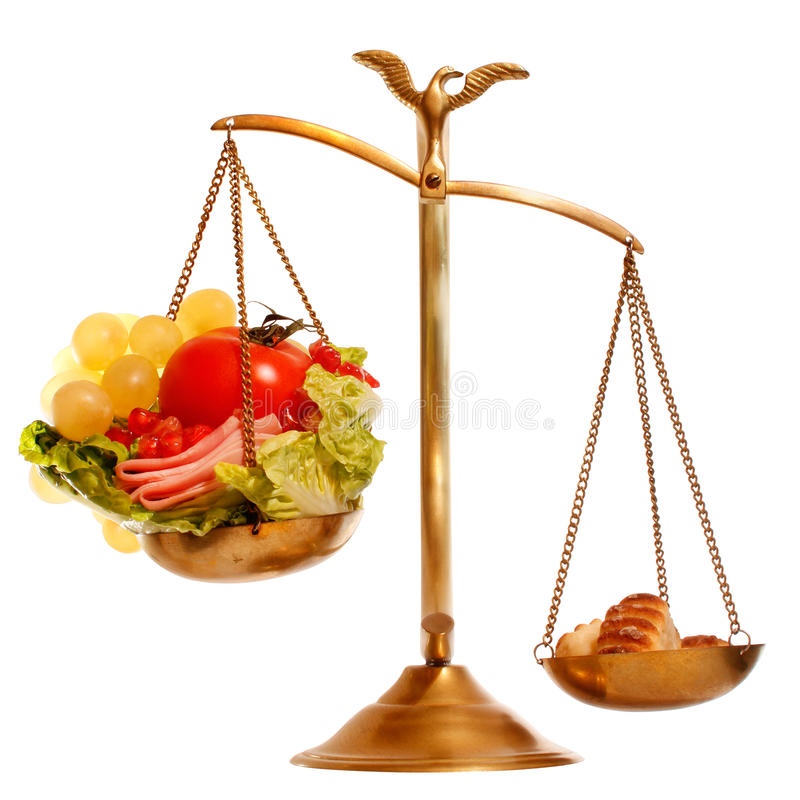 Balance mit gesundem gegen schweres Lebensmittel stockbild