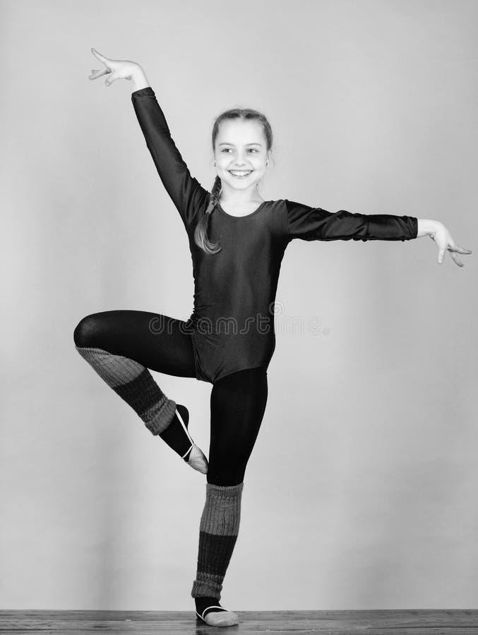 Balance sua vida Ilustra??o do bailado dancer gymnastics Desportista feliz da crian?a Esporte e sa?de Exerc?cio do gym da acrobac fotografia de stock royalty free
