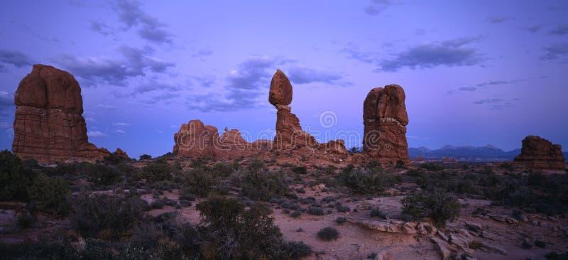 balanced rock sunset στοκ εικόνα με δικαίωμα ελεύθερης χρήσης