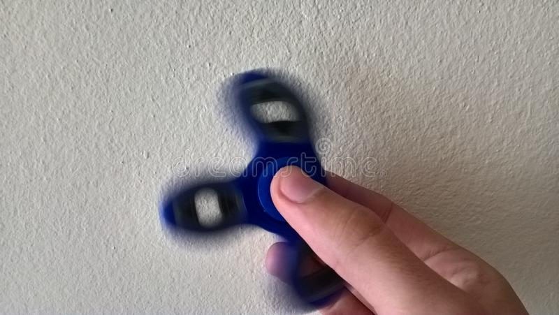 Balanceo azul del hilandero de la persona agitada fotos de archivo
