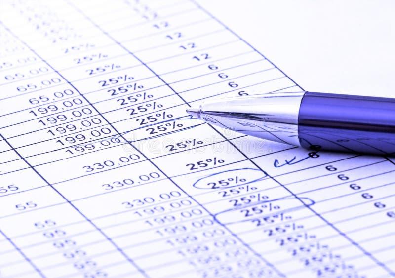 Balancieren der Rechnungen stockbild