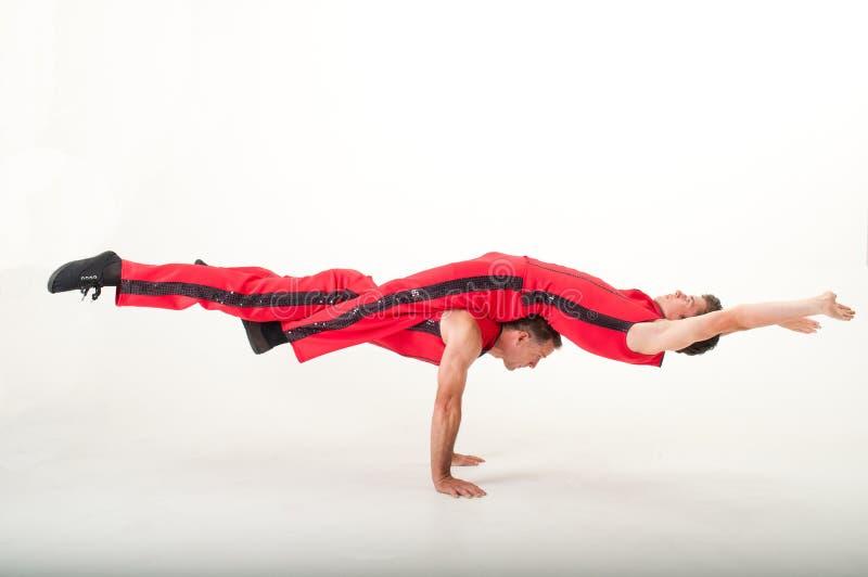 Balansera akrobater royaltyfria foton
