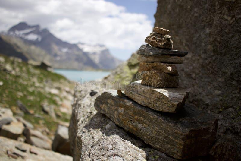 balansera rocks arkivfoton