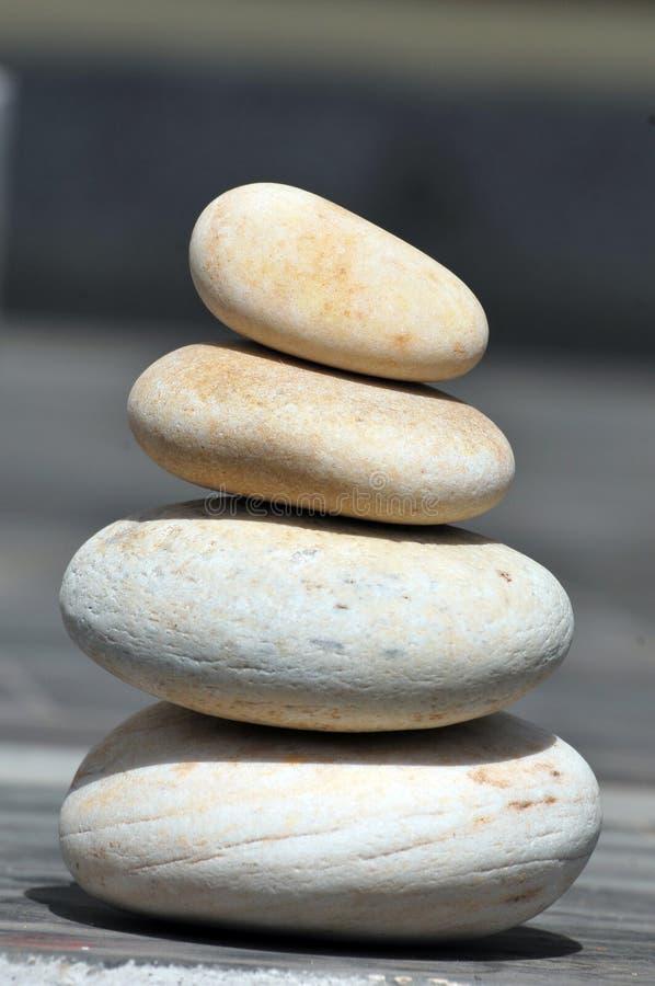 balansera stenar arkivfoto