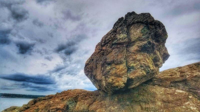 Balanserat vagga på stranden fotografering för bildbyråer