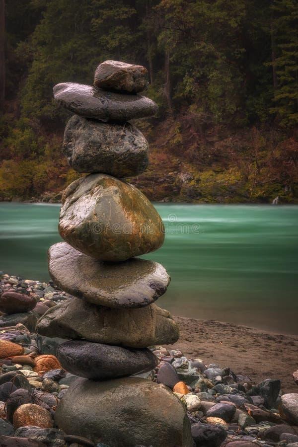 Balanza en naturaleza imagen de archivo