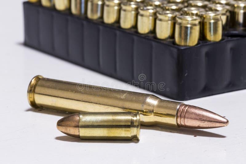 2 balas do calibre diferente na frente das balas foto de stock royalty free
