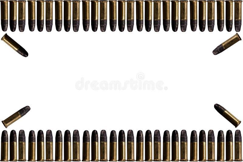 Balas y balas de la cáscara en el fondo blanco Un grupo de balas de 9m m para un arma aislado en el fondo blanco Munición en blan imágenes de archivo libres de regalías