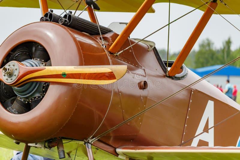 Balashikha, Moskwa region Rosja, Maj, - 25, 2019: Pilotowa kabina i silnik z śmigłem wznawiający samolot pierwszy wojna światowa fotografia royalty free