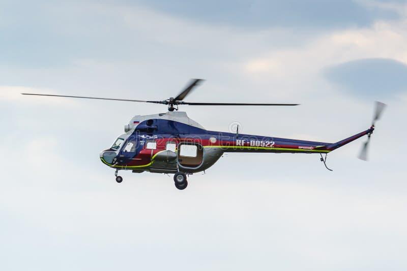 Balashikha, Moskwa region Rosja, Maj, - 25, 2019: Radziecki helikopter MI-2U RF-00522 lata przeciw chmurnemu niebu nad lotniskiem obraz royalty free