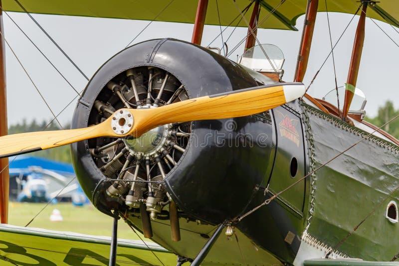 Balashikha, região de Moscou, Rússia - 25 de maio de 2019: Cabine e motor piloto com a hélice de aviões restaurados da primeira g imagem de stock royalty free