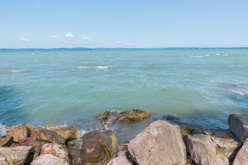 Download 湖Balaton 库存图片. 图片 包括有 石头, 小山, 横向, 云彩, balaton, 天空, 地标 - 99717543