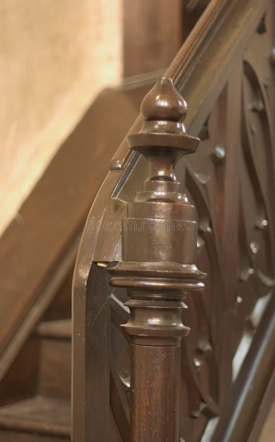 Balaustro di legno sulle scale fotografia stock