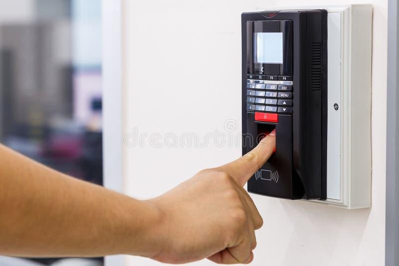 Balayage de doigt pour le système de sécurité image stock