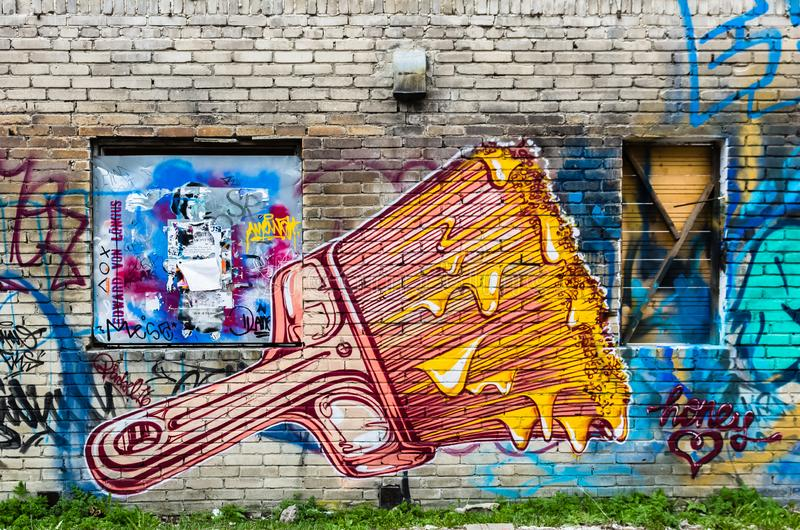 Balayez la peinture murale d'art de rue de couleur sur le mur à Tallinn, Estonie images stock