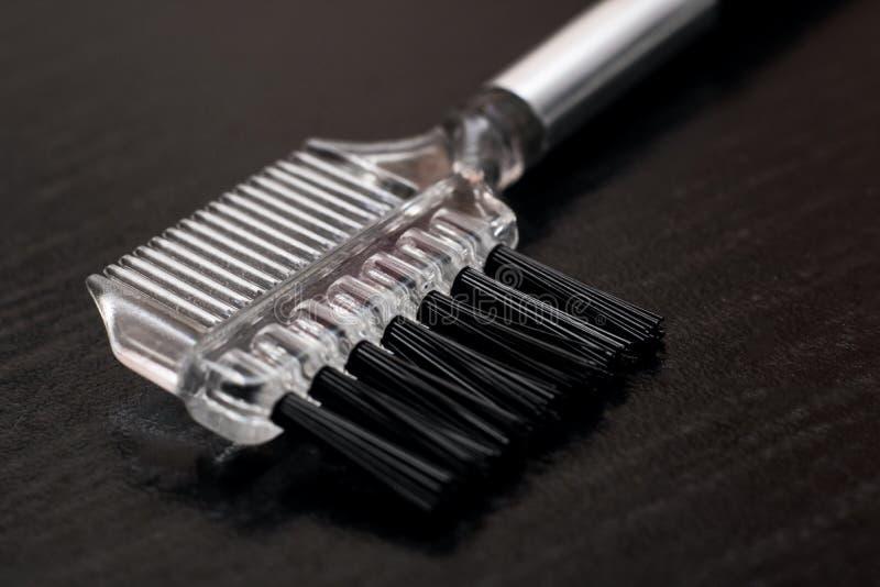 Balayez pour appliquer le maquillage pour des cils se ferment  photographie stock
