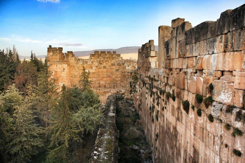Balbeck väggar arkivbild