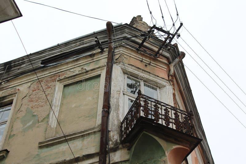 Balcão bonito famoso velho da arquitetura da cidade Sambir, Ucrânia imagem de stock royalty free