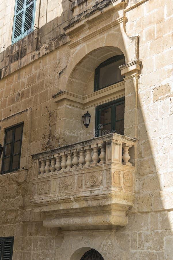 Balcão de pedra em Mdina Malta imagem de stock royalty free
