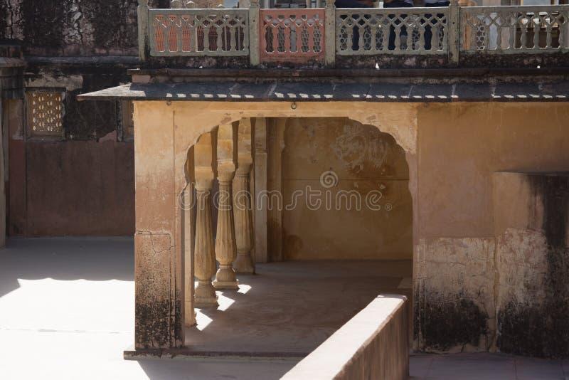 Balcão do wtÃth da estrutura do arco do palácio do espelho em Jaipun, Índia foto de stock