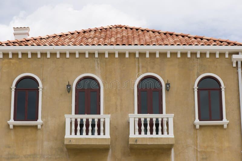 Balcão europeu da casa do estilo fotografia de stock royalty free