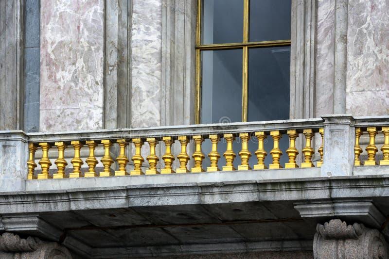 Balcão velho em St Petersburg fotografia de stock