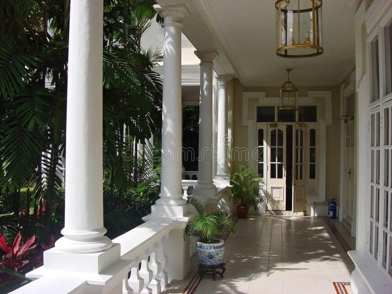 Balcón colonial de la casa fotos de archivo libres de regalías