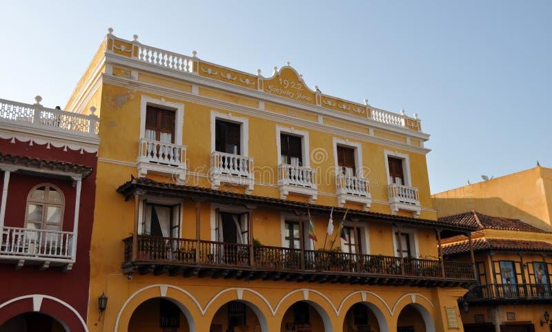 Balcón colonial latinoamericano típico en Cartagena Colombia imagen de archivo