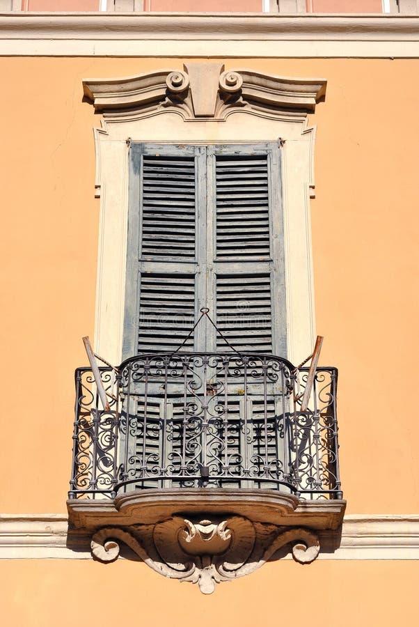 Balcón con estilo imagenes de archivo