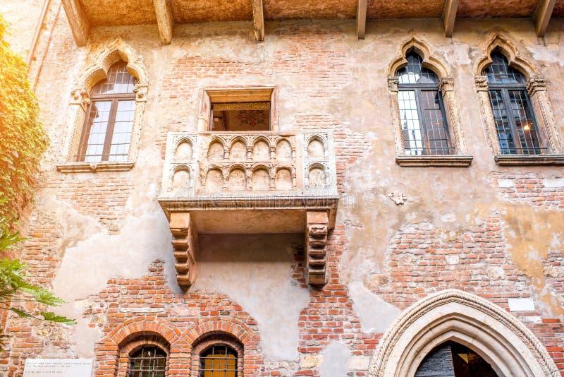 Balcón de Romeo y de Juliet en Verona imagen de archivo