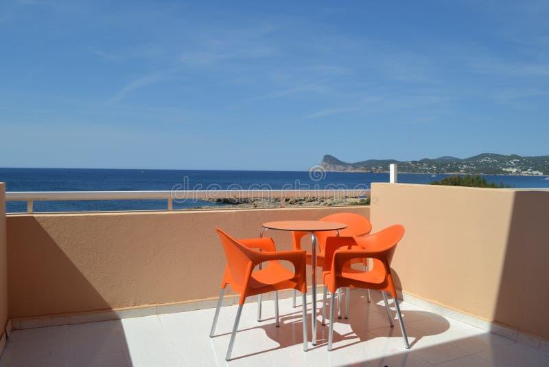 Balcón del hotel con la opinión del mar fotos de archivo libres de regalías