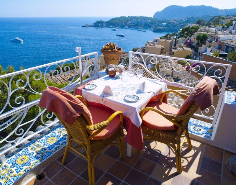 Balcón del restaurante en Mallorca imagen de archivo