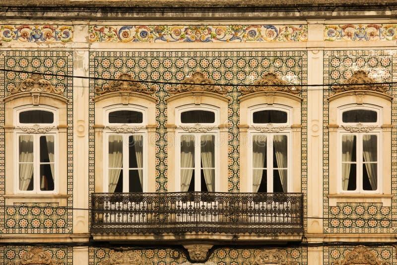 Balcón dilapidado pintoresco Coímbra portugal fotografía de archivo libre de regalías