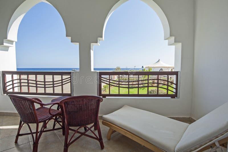 Balcón en centro turístico tropical de lujo foto de archivo libre de regalías