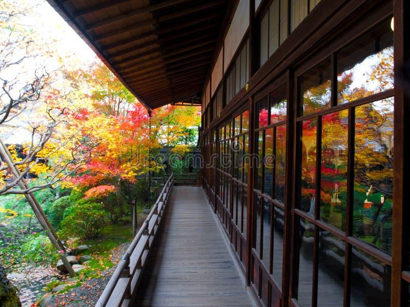 Balcón en Kyoto, Japón imagen de archivo